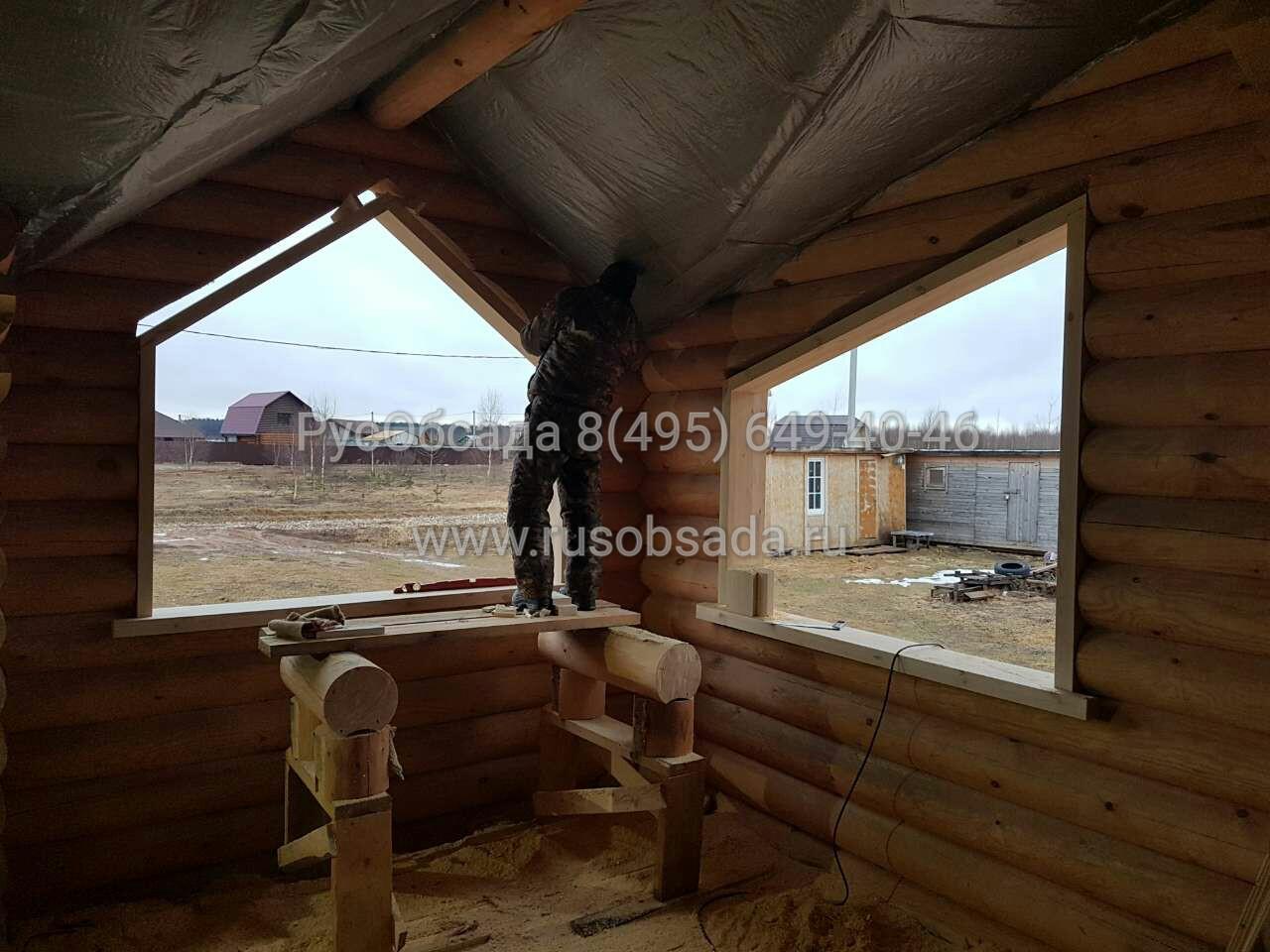 обсада и окна в деревянном доме