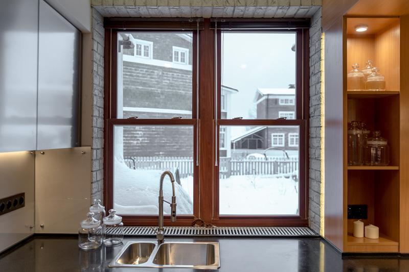 Окна слайдер на кухне
