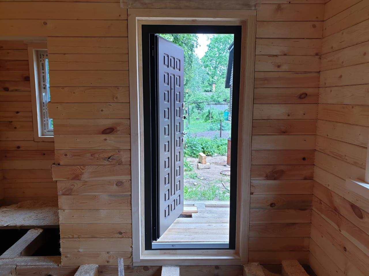 Стальная дверь Арктика с терморазрывом внутри дома